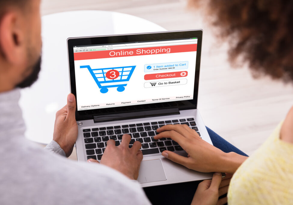 Couple-online-shopping